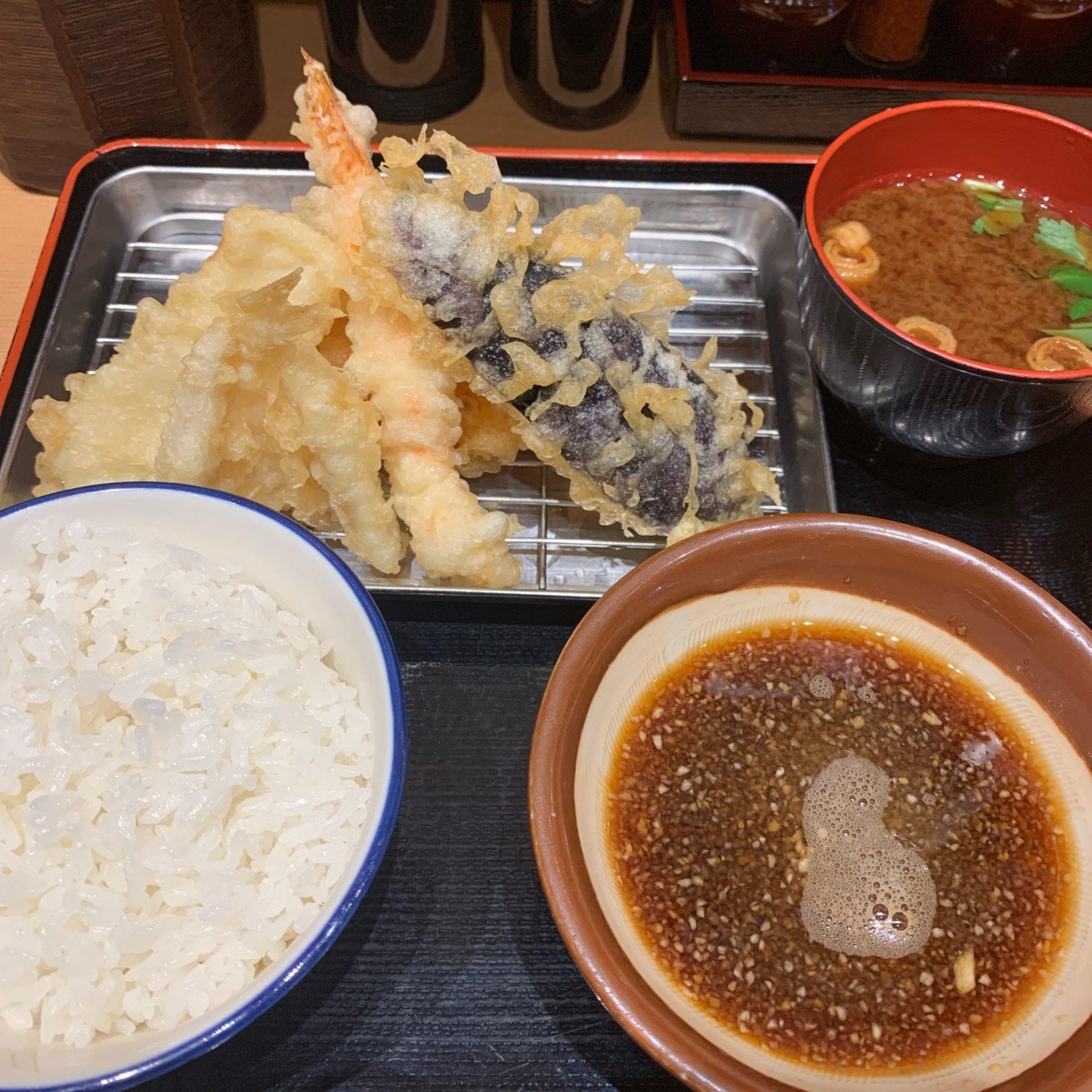雨が降る日は、天ぷら食べて気分もカラッと上機嫌で行きたいですね。